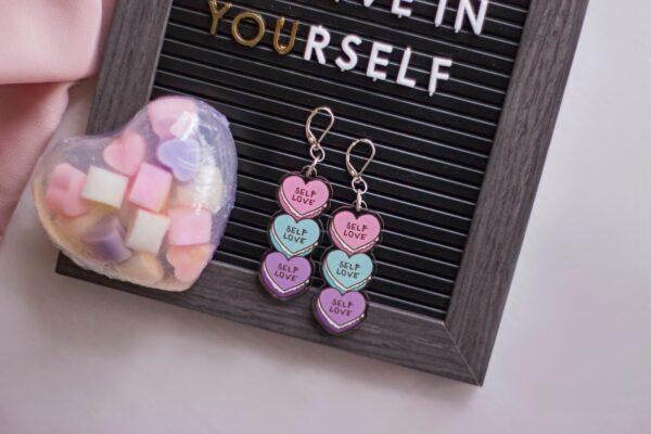 tela rosada marco believe in yourself y un jabon de glicerina forma corazon