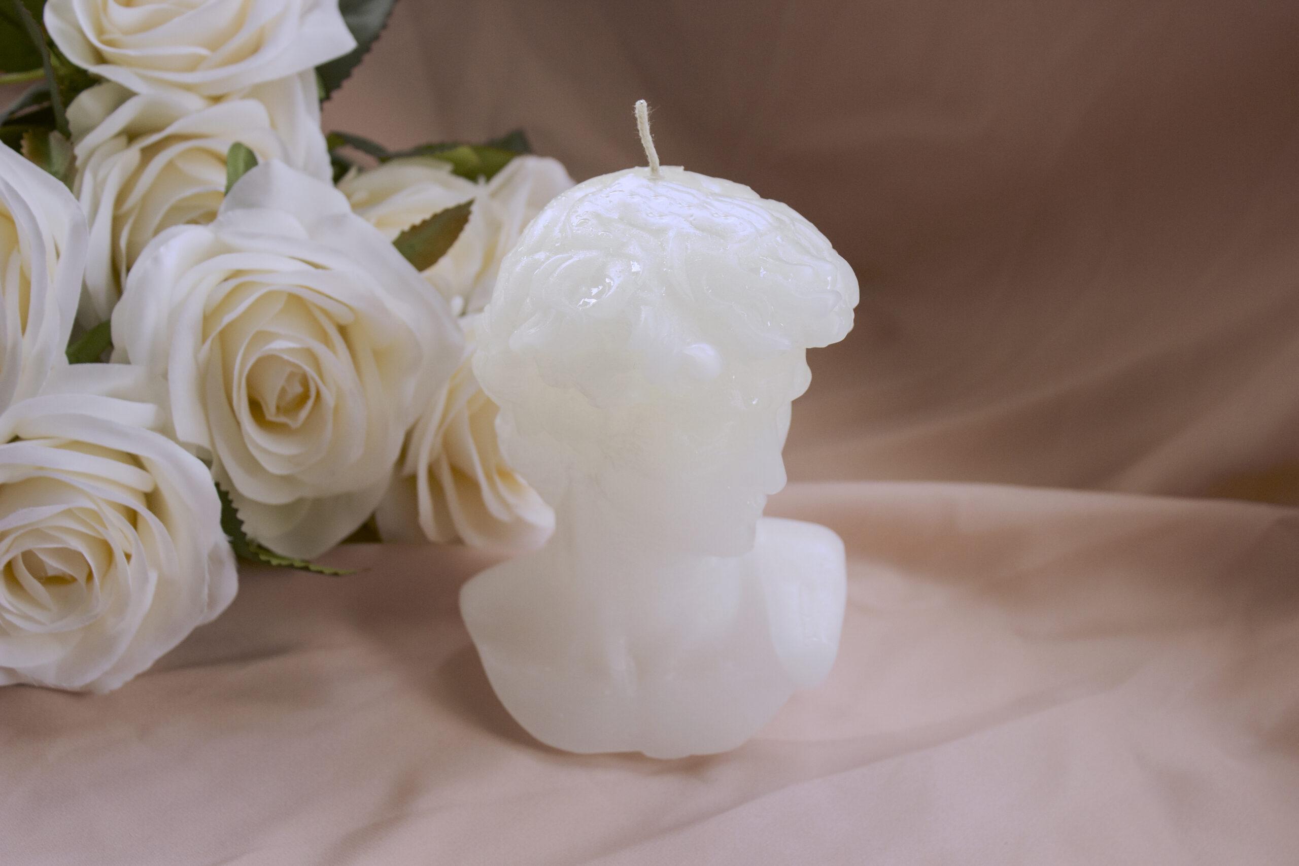 busto de David vela hecho a mano fondo tela palo de rosa y flores